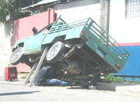 Working_on_truck_unsafe_2
